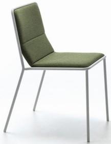 Klasyczne krzesło TRES pochodzi z najnowszego katalogu firmy Arrmet.<br />Krzesło posiada metalowy stelaż oraz tapicerowane oparcie i...
