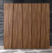 Szafa 5 - drzwiowa z kolekcji AKADEMY wykonanaz płyty laminowanej o matowej strukturze w kolorze Olmo Tabacco. Szafa wyróżnia się...