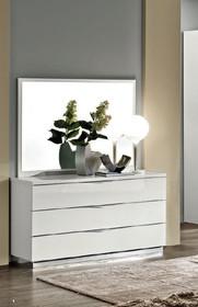 """Komoda 3-szufladowa ONDA jest to mebel piękny, ale też praktyczny. Mebel jest dostępny w kolorze białym lub orzechu włoskiego """"canaletto""""...."""