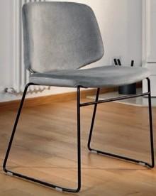 Krzesło STYLE-T pochodzące z kolekcji znanej na całym świecie firmy meblowej Domitalia.<br />Krzesło posiada stalową ramę z płozami oraz...