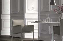 Tapicerowany fotel FRIDA A zaprezentowany w najnowszym katalogu włoskiej firmy MADRASSI.<br />Fotel jest tapicerowany najwyższej jakości matową...