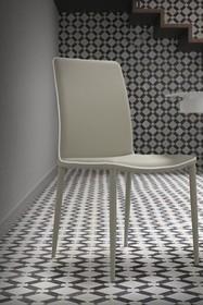 Tapicerowane krzesło RUBY pochodzi z najnowszego katalogu włoskiej firmy MADRASSI.<br />Krzesło tapicerowane jest w całości skórą...