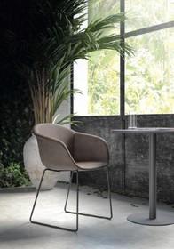 Oryginalne krzesło SMACK pochodzi z najnowszego katalogu włoskiej firmy MADRASSI.<br />Podstawa krzesła zakończona jest płozami wykonanymi z metalu...