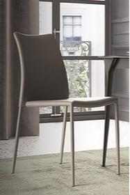 Tapicerowane krzesło ZEFIRO pochodzące z najnowszego katalogu włoskiej firmy MADRASSI.<br />Krzesło jest w całości- także na nogach- tapicerowane...