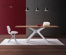 Prostokątny stół ROOT pochodzi z najnowszego katalogu włoskiej firmy NATISA.<br />Podstawa ma różne wykończenia kolorystyczne,...