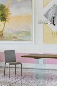 Prostokątny stół LIGHT-S pochodzi z najnowszego katalogu włoskiej firmy NATISA.<br />Podstawa stołu została stworzona z przeźroczystego...
