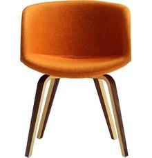 Fotel Danny P NY z tapicerowanym siedziskiem i oparciem. Do wyboru mamy dużą gamę kolorystczną - tkanin, eko skór i skóry naturalne. Podstawa krzesła...