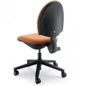 CLICK CK102 to fotel pracowniczy. Posiada niskie, tapicerowane oparcie. Nie posiada podłokietników.<br />Podstawa to pięcioramienny, czarny...