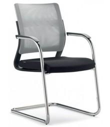JOY JO121 to fotel konferencyjny. Posiada niskie, siatkowane oparcie. Fotel posiada chromowany stelaż, który składa się także na chromowane...