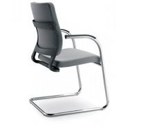 JOY JO021 to fotel konferencyjny. Posiada niskie, tapicerowane oparcie. Fotel posiada chromowany stelaż, który składa się także na chromowane...