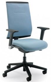 PLAY PL452S jest fotelem pracowniczym. Fotel posiada średniej wysokości, tapicerowane oparcie. Podstawa fotela to pięcioramienny, czarny, nylonowy...