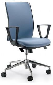 Y YP451SD_X2 jest fotelem gabinetowym. Fotel posiada wysokie, tapicerowane oparcie oraz tapicerowane siedzenie Podstawa fotela to pięcioramienny krzyżak...