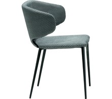 Fotel WRAP P z siedziskiem i oparciem tapicerowanym w wysokiej jakości tkaninami, eko skórami lub skórami miękkimi. Stelaż fotela jest metalowy malowany...