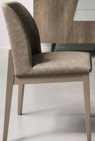 Krzesło SALISBURGO od Target Point. Rama wykonana jest z litego, malowanego drewna. Siedzisko wraz z oparciem tapicerowane jest ekoskórą SOFT TOUCH...