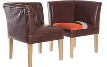 Zestaw dwóch patchworkowych foteli tapicerowanych. Fotele posiadają jeden bok (jeden fotel posiada bok lewy, drugi prawy) dzięki czemu można je...