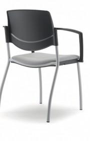 MULTY ML011NN to krzesło konferencyjne z czarną ramą, nie posiadające podłokietników. Czteronożne krzesło z czarnym oparciem wykonanym z PP oraz...