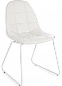 Pikowane krzesło M w kolorze białym pochodzące z najnowszego katalogu Bizzotto.<br />Krzesło posiada metalowy stelaż zakończony płozami...
