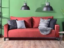 NA ZDJ. TKANINA PIANO 06, NOGA DREWNIANA CZARNA    Wygodna i efektowna kanapa to niezbędny element każdego salonu. Prezentujemy najnowszy model w...