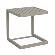 Ogrodowy stolik KON 40x40 cm w kolorze brązowym (taupe).<br />Rama oraz blat wykonany z aluminium malowana proszkiem epoksydowym.<br />MINIMALNE...