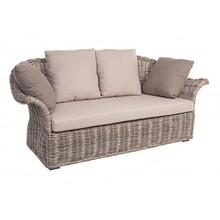 Dwuosobowa sofa ogrodowa ARAG z poduszkami.<br />Sofa posiada strukturę z plecionki rattanu (jawit) z wykończeniem nitrocelulozowym....