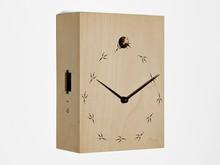 Włoski zegar ścienny z kukułką zaprojektowany przez Ilya Titov. Wykonany z drewna, które polakierowano nietoksycznymi, ekologicznymi farbami....