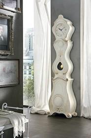 LUMIERE to stojący zegar z wahadłem, który pochodzi z kolekcji Klasycznej od włoskich producentów Target Point.<br />Zegar wykonany z...