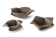 Koszyczek skórzany na drobiazgi KOLA 40 to nowość na rynku polskim.Podstawka w całości została uformowana i wykonana ze skóry regenerowanej...