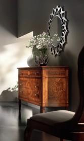 Drewniana komoda stylizowana na styl florencki