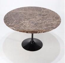 Okrągły stół z marmurowym blatem