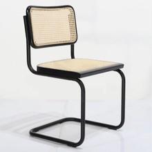 Krzesło cesca laccata na płozach z siedziskiem I oparciem ze słomy wiedeńskiej do salonu, jadalni, przedpokoju, pokoju