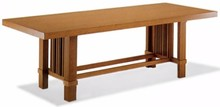 Stylizowany drewniany stół TALIESIN