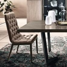 Capitonne krzesło tapicerowane